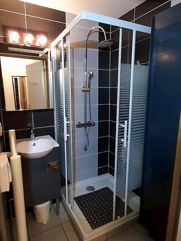 salle de bain appartement 102