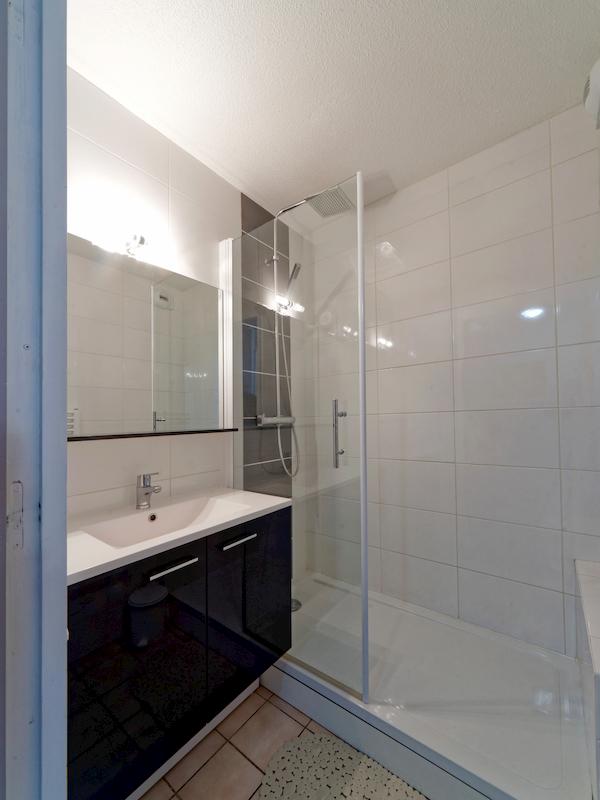 salle de bain appartement 105 les silènes