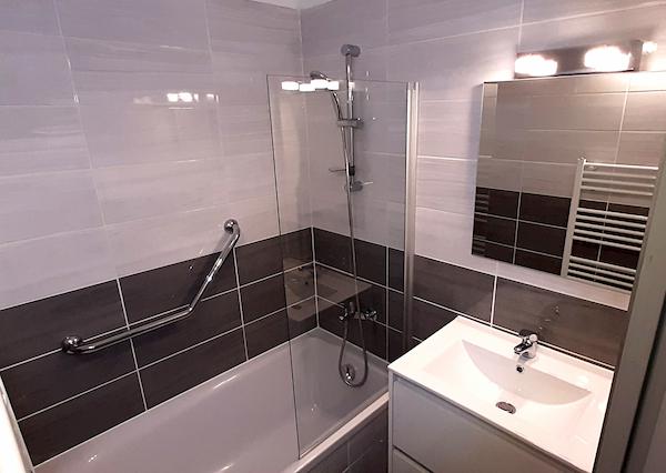 salle de bain appartement 106 les silènes