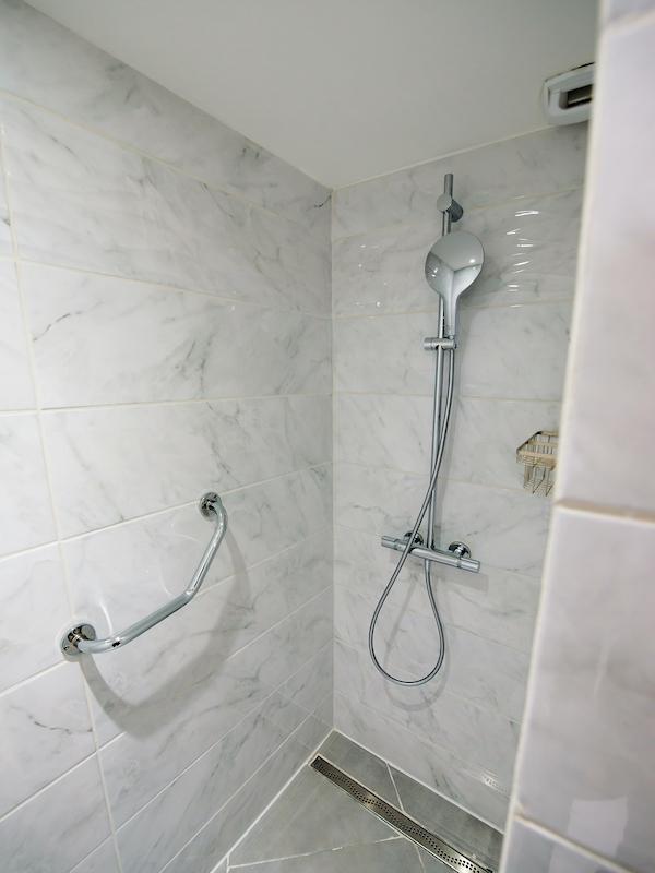 salle de bain appartement 204 les silènes