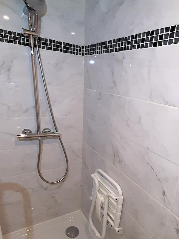salle de bain appartement 205 les silènes