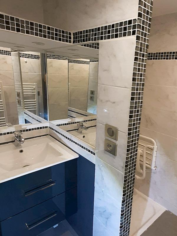 salle de bain appartement 205 résidence les silènes