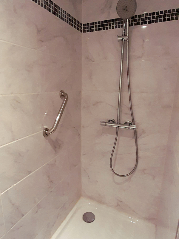 salle de bain appartement 217