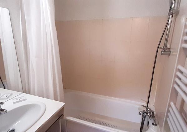 salle de bain appartement 408 les silènes